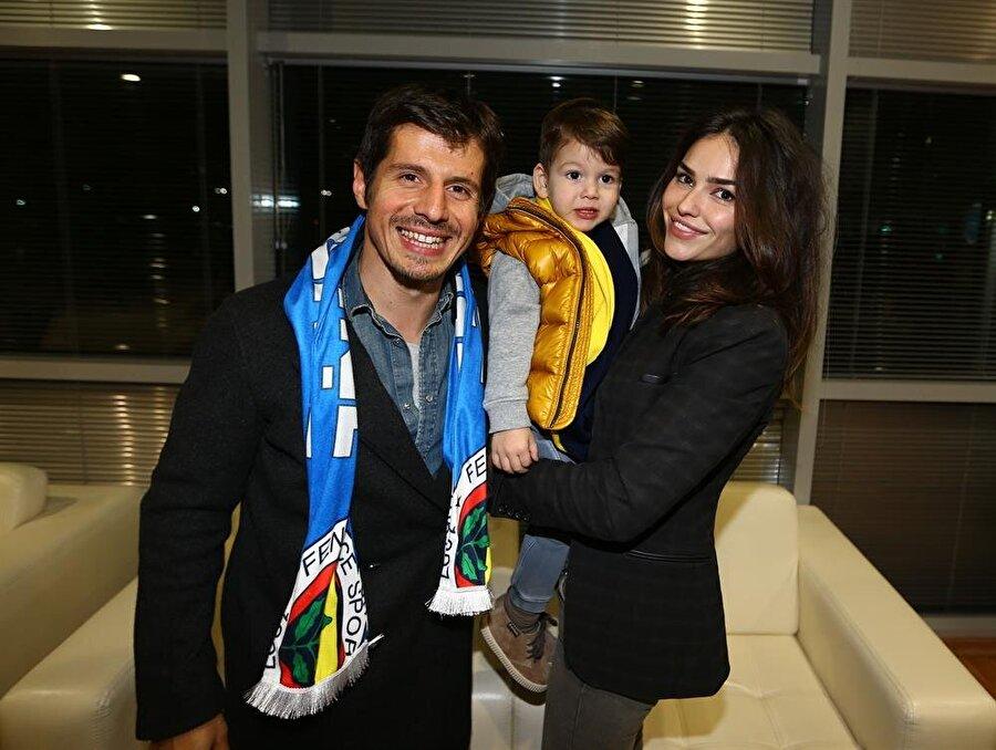 Tuğba Belözoğlu     Başakşehirsporlu Emre Belözoğlu, Tuğba Hanım'la 2 Ocak 2008'de dünya evine girdi. Mütevazi hayatıyla dikkat çeken Tuğba Belözoğlu, eşinin maçlarını kaçırmıyor.