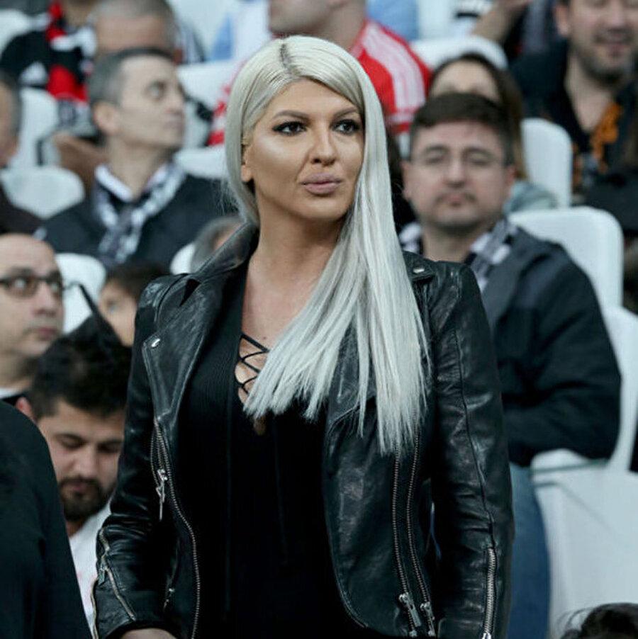 Jelena Karleusa Beşiktaşlı Tosic'in eşi Jelena Karleusa ülkesinde önemli bir pop şarkıcısı. 2008 yılında Tosic ile evlenen Karleusa, eşinin maçlarını tribünden takip etmeye çalışıyor. Sırp şarkıcı daha önce Tarkan'ın seslendirdiği Şımarık ve Şıkıdım şarkılarını Sırpça'ya uyarlamıştı.