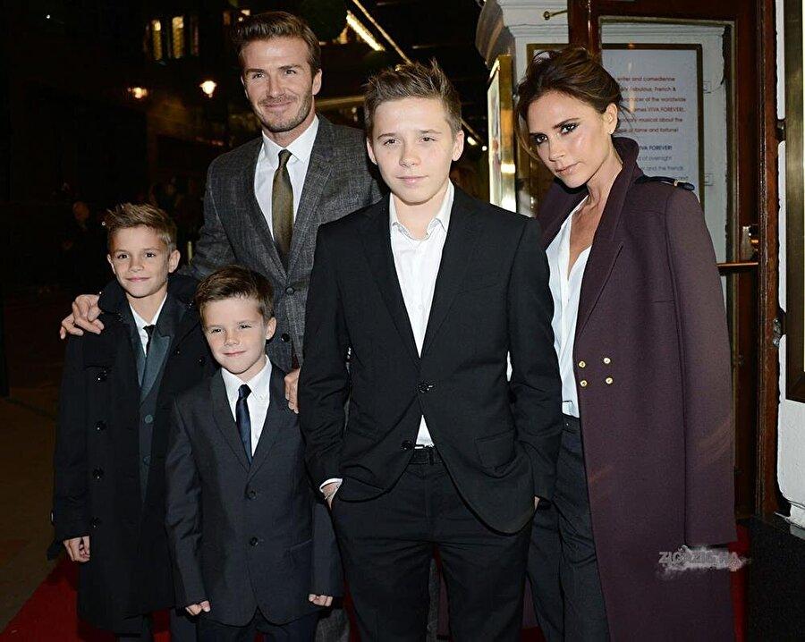 Victoria Beckham 1990'lı yıllarda fırtına gibi esen Spice Girls müzik grubunun üyesi olan Victoria Beckham, son yıllarda moda tasarımcılığına ağırlık verdi. İngiliz efsane futbolcu David Beckham ile 1999 yılında ilk bebeklerinin doğumundan dört ay sonra evlenen çift uzun yıllardır aile yaşantıları ile dikkat çekiyor. Çiftin dört çocuğu da sporla iç içe.