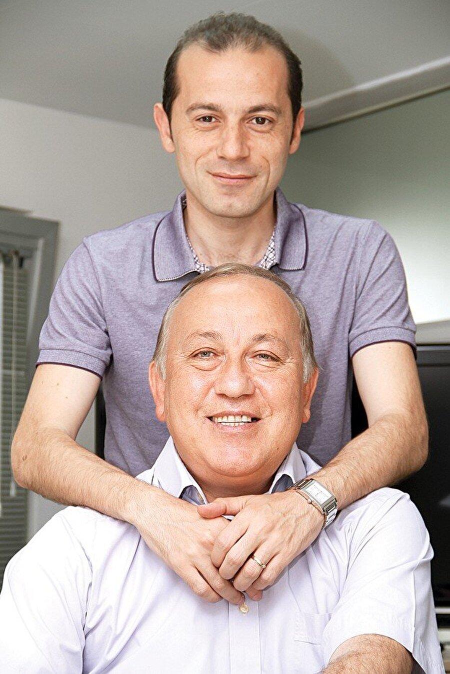 Baba mesleğini seçti Eski hakem Serdar Çakır'ın oğlu olan Cüneyt Çakır, 23 Kasım 1976'da İstanbul'da dünyaya geldi.