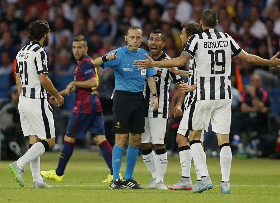Final maçında düdük çaldı Çakır, 6 Haziran 2015'de Şampiyonlar Ligi Finalinde Barcelona ile Juventus'un oynadığı maçı yönetti. Çakır bu başarısıyla, Şampiyonlar Ligi'nde final yöneten ilk Türk hakem olarak adını tarihe yazdırdı.