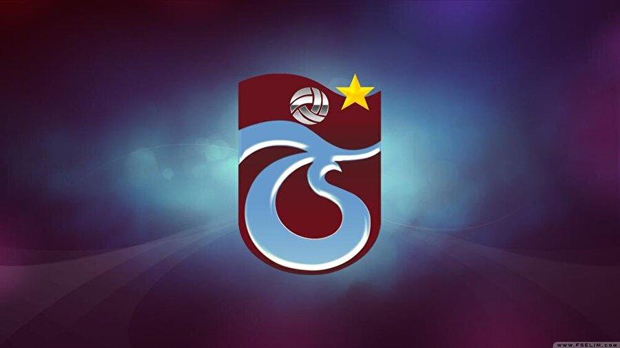 Trabzonspor Trabzonspor'un renklerinin belirlenmesi bir hayli zaman aldı. Kulübün kurulmasına öncü olan İdmanocağı ve İdmangücü takımları renkler konusunda bir türlü karar veremedi. Trabzon'a özgü renkleri takıma vermeyi isteyen kurucular bordo ve mavi renklerde anlaştı. Renklerin tercih edilmesinde Karadeniz'in meşhur hamsisinin etkisi var. Bordo renk hamsinin gözünden, açık mavi ise hamsinin teninin mavimsi olmasından dolayı tercih edildi. Logo ise T ve S harflerinden oluşuyor. Amblemde ayrıca kulübün kuruluş tarihi ve bir de futbol topu bulunuyor. Logo 16 Mayıs 2003'te kulüp adına tescil edildi.