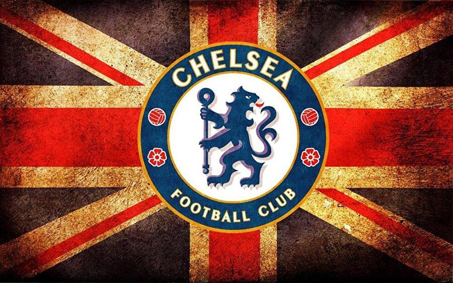 Chelsea 10 Mart 1905'te kurulan Chelsea, şimdiye kadar dört farklı amblem kullanmış. İlk amblemde kulübün adı ve bir memur figürü bulunuyordu. 1952-1953 arasında ise yalnızca kulübün baş harflerinin yer aldığı basit bir logo tercih edildi. 1953'de ise arkasına bakan ve elinde bir değnek tutan mavi aslan amblemde yer buldu. 1986 yılında ise aslan daha doğal bir görünüm aldı ve rengi sarıya çevrildi. Son değişiklik ise 2005'te gerçekleşti. Üçüncü amblemdeki mavi aslanda küçük değişiklikler yapıldı. Logoya altın rengi ve beyaz tonları eklendi.