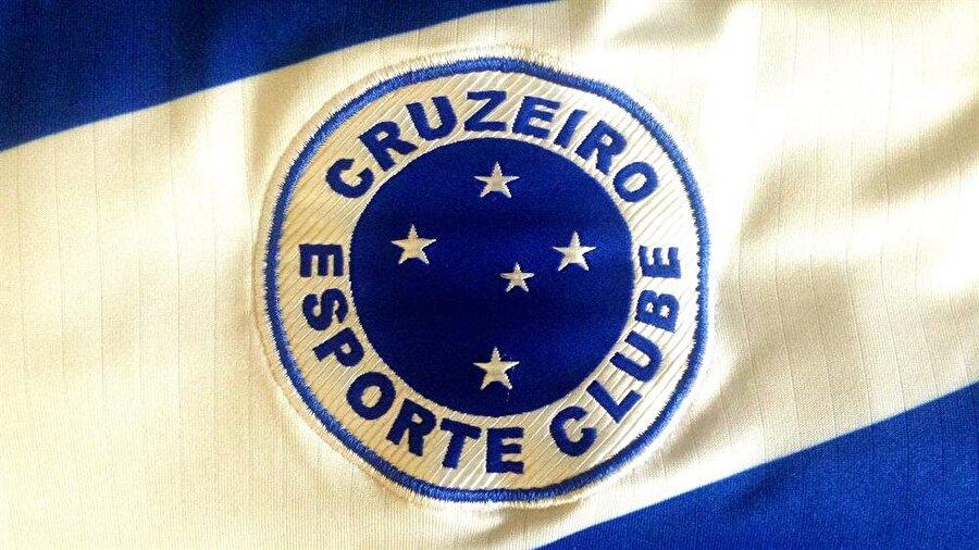 Cruzeiro Cruzeiro, 2 Ocak 1921 tarihinde Brezilya'nın Belo Horizonte kentinde kuruldu. Kulübün 1943 yılından bu yana kullandığı armada Southern Cross (Güney Haçı) isimli yıldız kümesi bulunuyor.