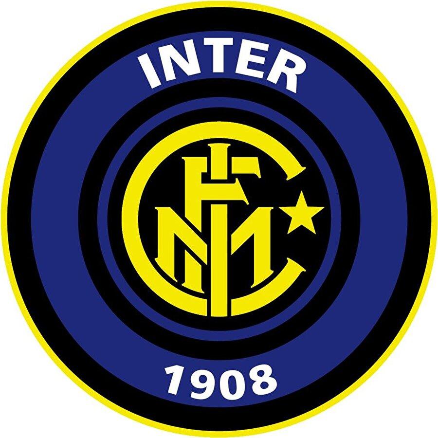 Inter 1908 yılında kurulan Internazionale, tarihi boyunca mavi ve siyah renkli çubuklu formayı tercih etmiştir. Forma ve armadaki mavi gündüzü, siyah karanlığı temsil eder.