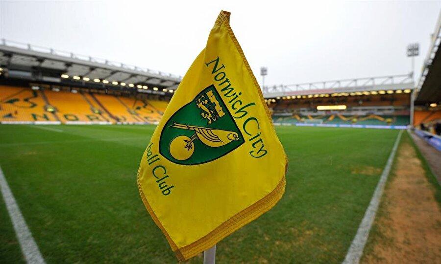 Norwich City     İngiliz kulübünün lakabı da Fenerbahçe gibi 'Kanarya'. 1902'de kurulan yeşil-sarılı kulüp 1905'ten günümüze 'Kanaryalar' lakabını kullanıyor. Kulübün halen kullandığı logo 1922'de tasarlandı. Armada kanaryanın yanı sıra, Norwich şehrinin simgeleri olan sur ve aslan da bulunuyor.