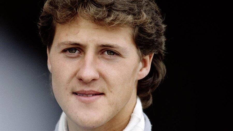 İlk tutkusu gokart                                      4 yaşındaki Schumacher, duvarcı ustası olan babasının bisikletine motor takarak yaptığı gokart ile tutkusuna adım attı. Schumi, 4 yaşındayken gokart ile elektrik direğine çarptı.