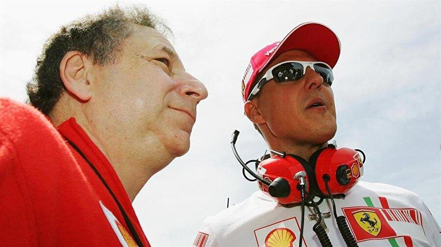 Genç yaşta başarılar gelmeye başladı                                      1994 ve 1995'te iki şampiyonluk yaşayan Schumacher, 'En genç çifte şampiyonluk yaşayan pilot' olarak adını tarihe yazdırdı.