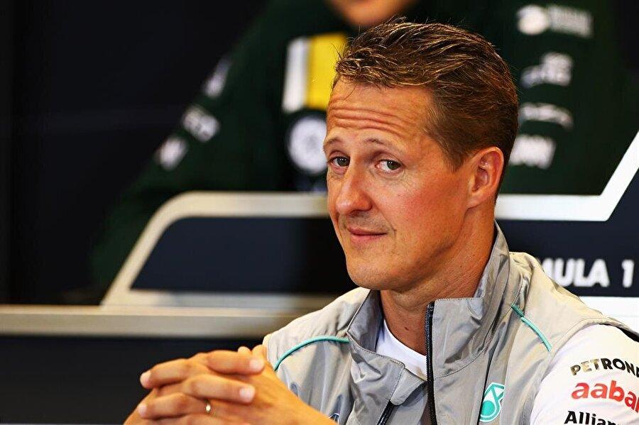 Üst üste 5 şampiyonluk                                      Alman pilot, 2000-2004 yılları arasında Formula 1'de beş şampiyonluk yaşadı.