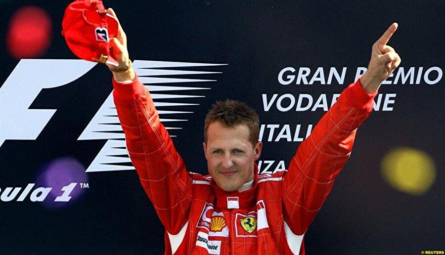 İlk Alman pilot                                      Schumacher, Formula 1 Dünya Şampiyonluğu'nu elde eden ilk Alman pilottur.