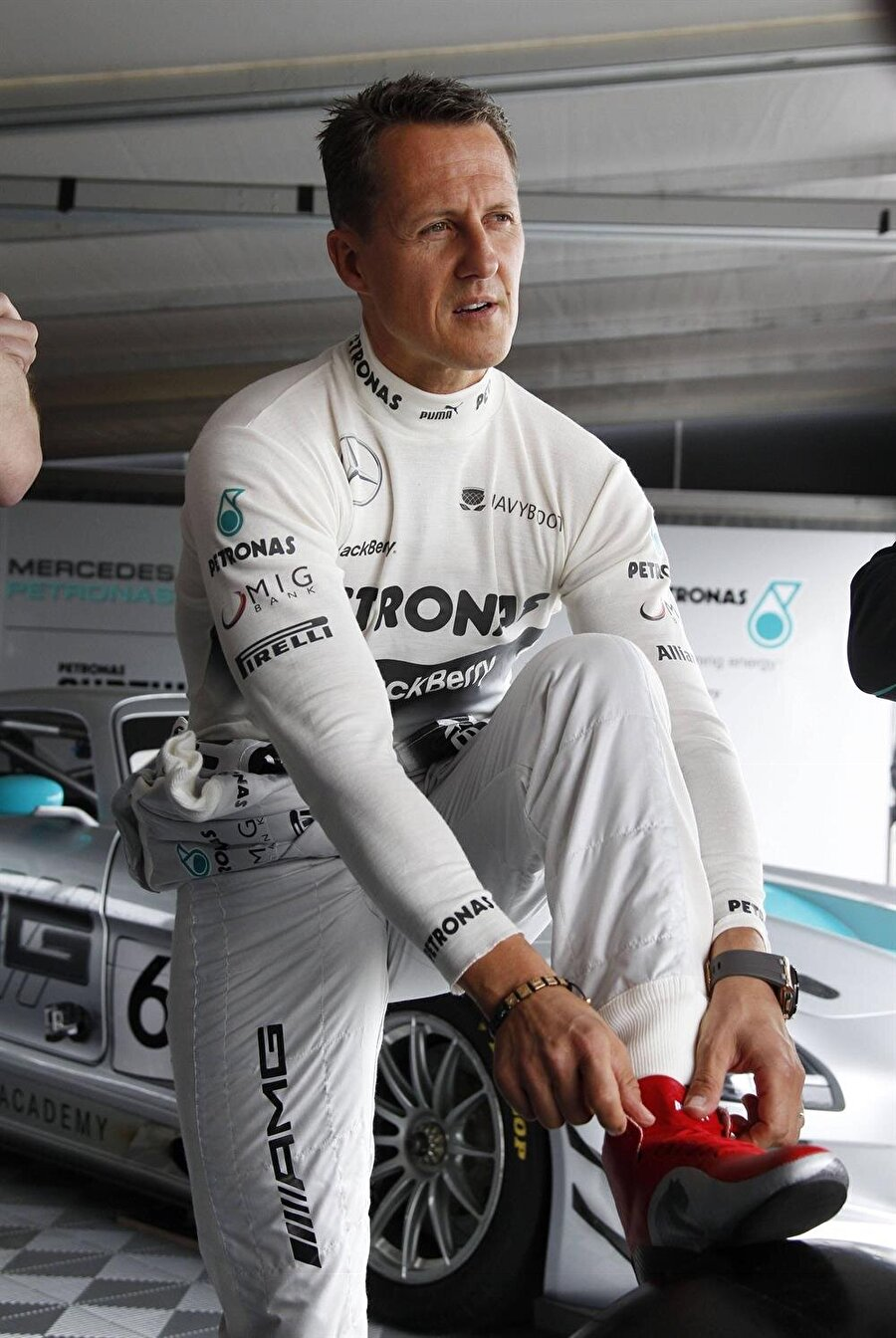 Efsane geri döndü                                      Başarılı pilot 2009 yılında ise Mercedes ile Formula 1'e geri döndü.