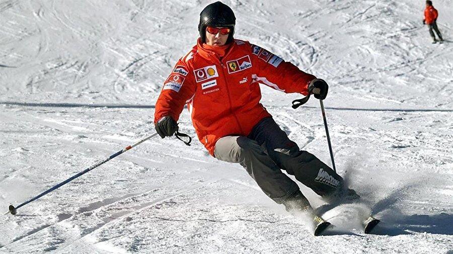 Kayak yapmayı seviyordu                                      Formula 1 dışında Alman pilot, kayak sporuyla da bol bol ilgileniyordu. Ailesiyle birlikte sık sık kayak merkezlerine giden Schumacher'in bu hobisi adeta sonunu getirdi.
