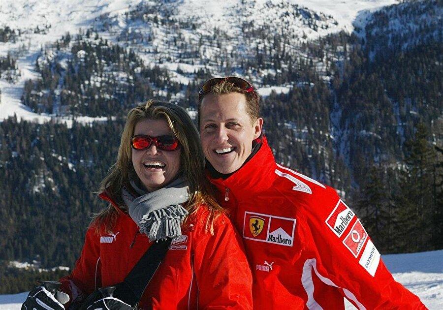 Komaya girdi                                      Schumacher, 2013 Aralık ayında Fransız Alpleri'ndeki Meribel kayak merkezinde bir kaza geçirdi ve komaya girdi.