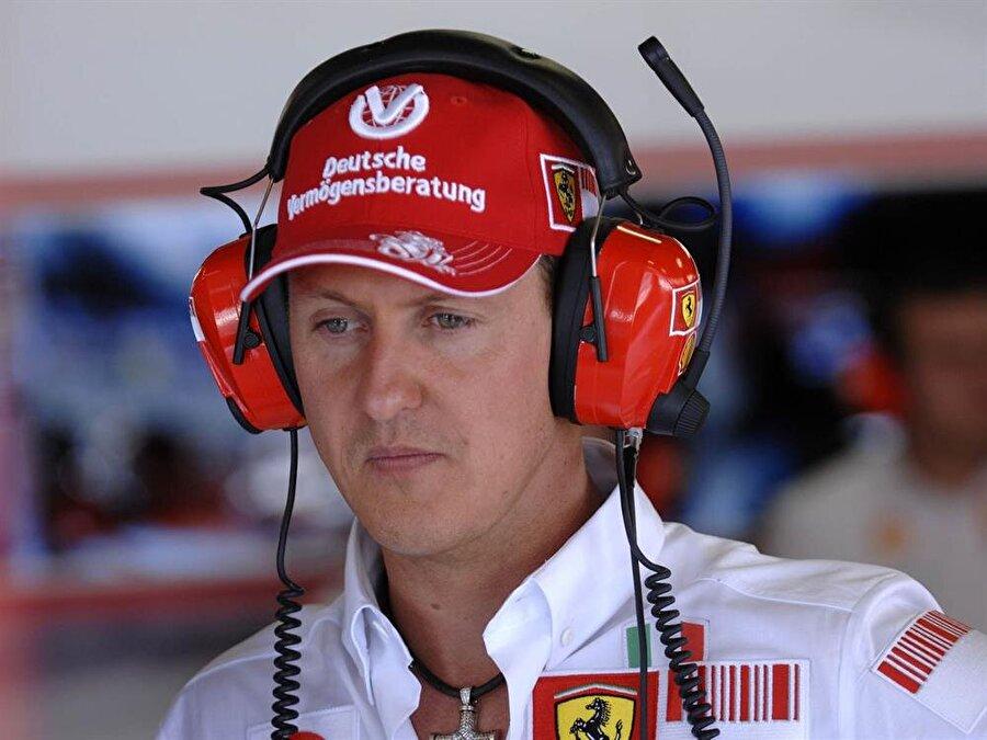 9 ay hastanede yaşam savaşı verdi                                      Son derece ciddi ameliyatlar geçiren Schumacher, yaklaşık dokuz ay boyunca hastanede tedavi gördü.
