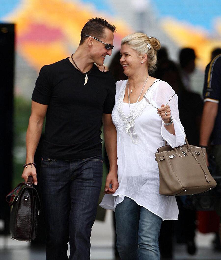 Mal varlıkları satılıyor                                      Tedavi masrafları nedeniyle Corinna Schumacher'in eşine ait mal varlıklarını tek tek elden çıkartmaya başladığı öğrenildi.