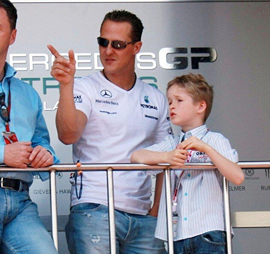 Babasının oğlu                                      Schumacher hayranlarının yüzünü güldüren tek unsur ise 17 yaşındaki oğlu Mick'in Formula 4'te elde ettiği başarılar.