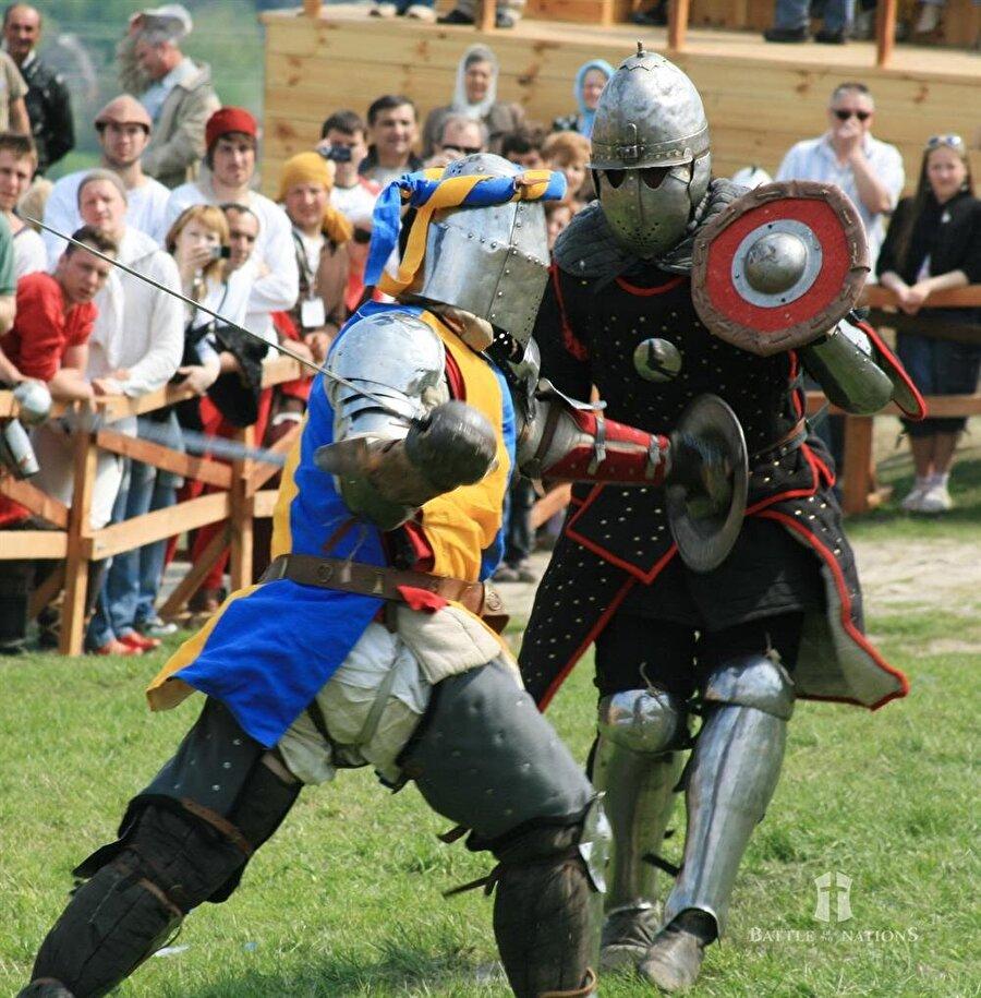 İlgi artıyor Dünya Ortaçağ Savaşları Federasyonu, her yıl nisan ayında düzenlenen turnuvaya seyircilerin ilgisinin her geçen gün arttığını belirtiyor.