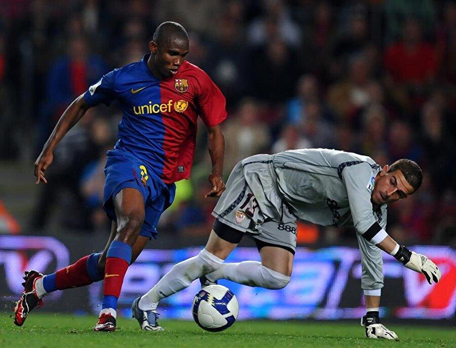 2004'te Barcelona kariyeri başladı Eto'o 26 Ağustos 2004'te Barcelona'ya 27 milyon Euro'luk bonservis bedeliyle transfer oldu.