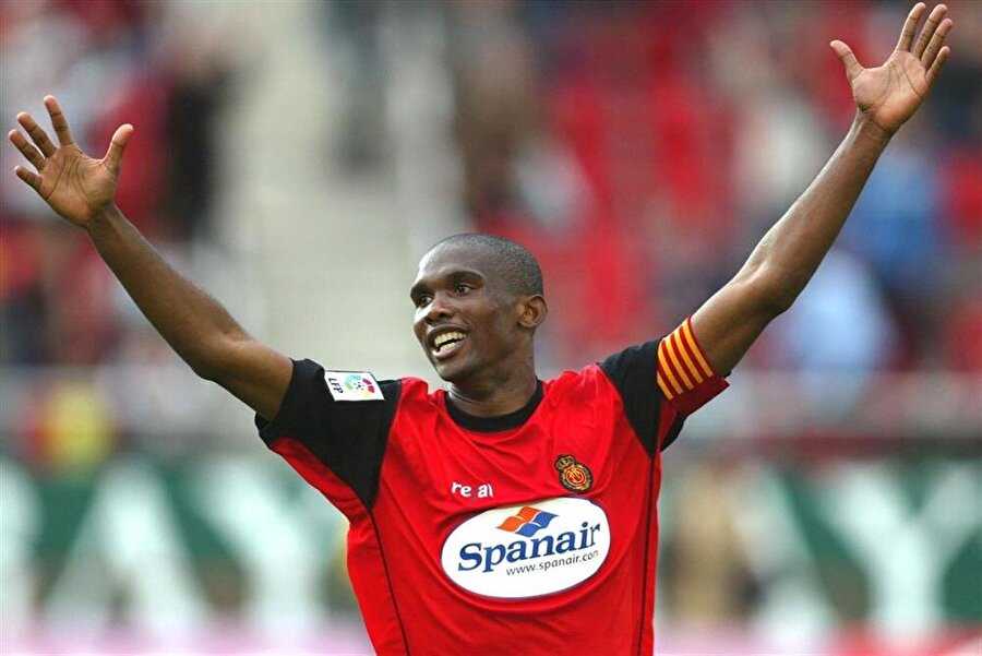 4,5 milyon Euro'ya Mallorca'ya gitti  2000'de ise Real Madrid'te bir türlü şans bulamayan Eto'o, 4,5 milyon euro karşılığında Mallorca'ya transfer oldu.