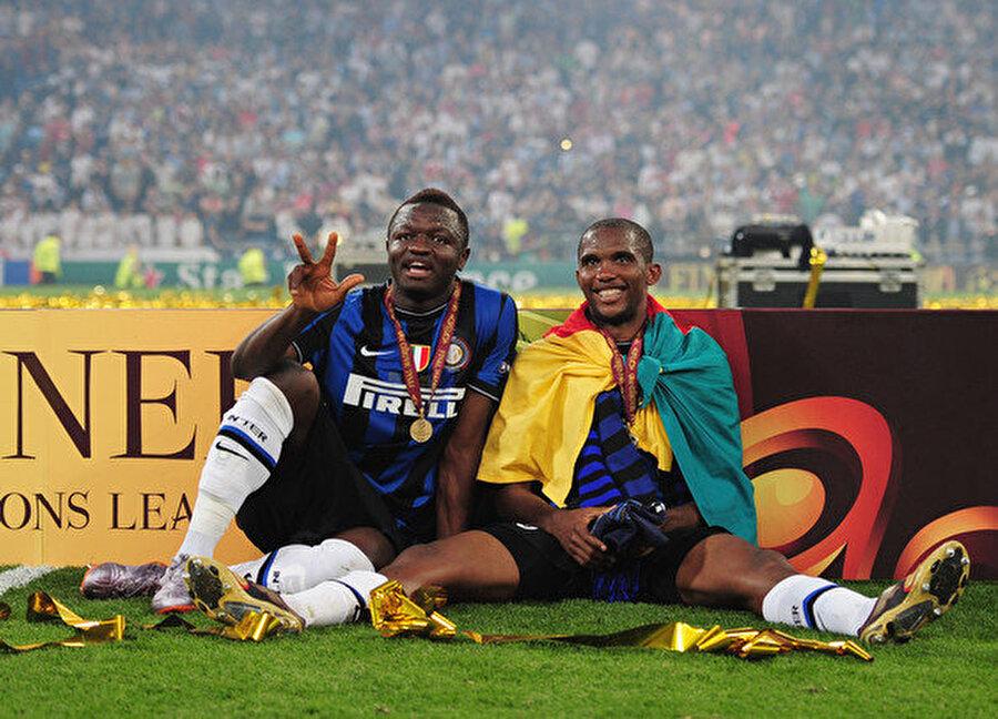 İtalya'da da kupalara devam etti Kamerun'un yetiştirdiği en başarılı futbolcu olarak gösterilen Eto'o, Inter'e transfer olduğu 2009 yılında takımıyla birlikte büyük başarılar yaşadı. Yıldız golcü ilk yılında Serie A şampiyonluğu, İtalya Kupası ve Şampiyonlar Ligi şampiyonluğu yaşadı.