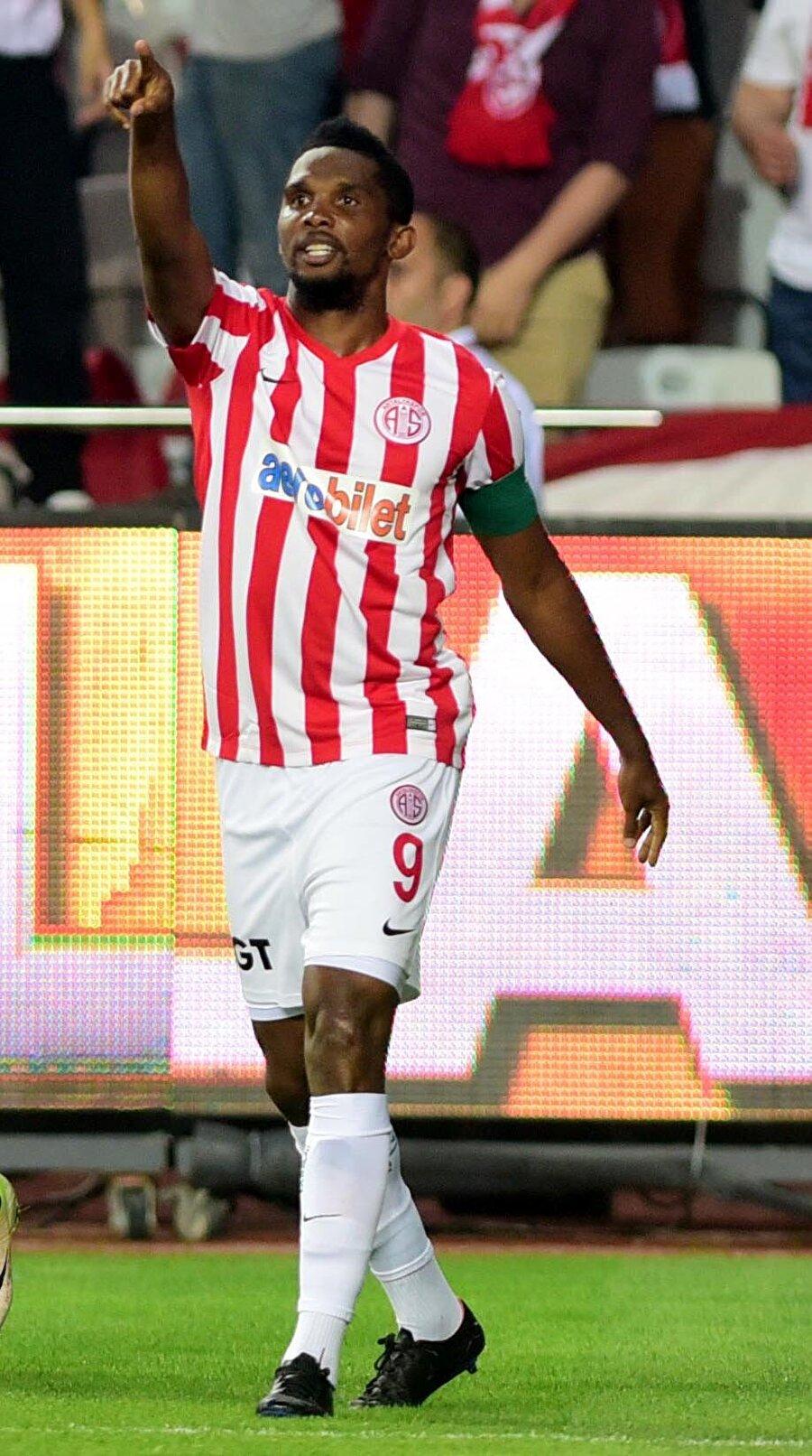 Kamerunlu futbolcu Antalya'da Eto'o 1 Temmuz 2015'te ise bonservis bedeli olmadan Antalyaspor'a transfer oldu.