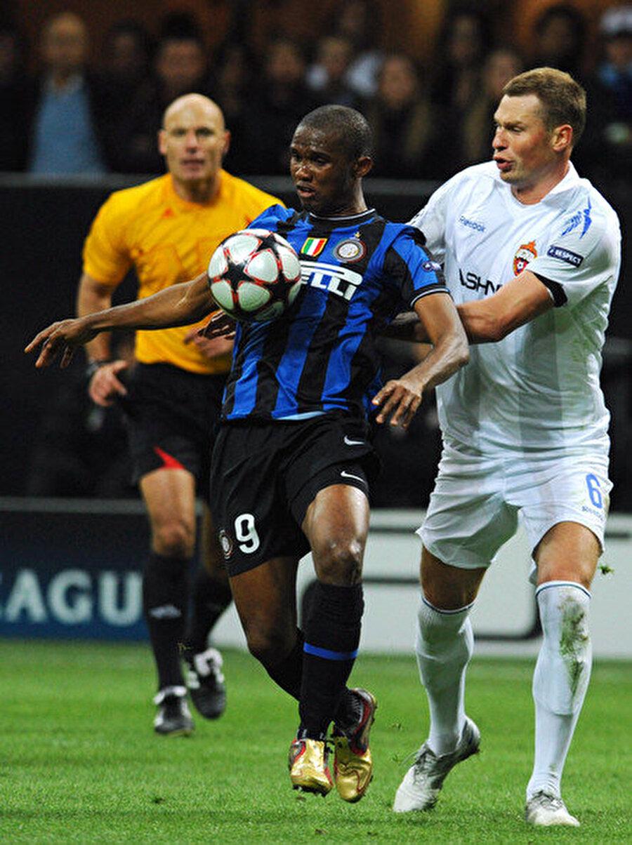 Şampiyonlar Ligi'nin en iyisi Yıldız futbolcu, Afrika Uluslar Kupası'nda 2006 ve 2008 yıllarında gol krallığı yaşadı. 2003, 2004, 2005 ve 2010 yıllarında Eto'o Afrika'da yılın futbolcusu seçildi. 2006'da ise Kamerunlu, UEFA Şampiyonlar Ligi en iyi santraforu seçildi.