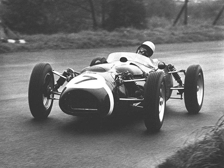 Özel araçlar Formula 1, tek kişilik araçlarla koşulan özel bir yarıştır.