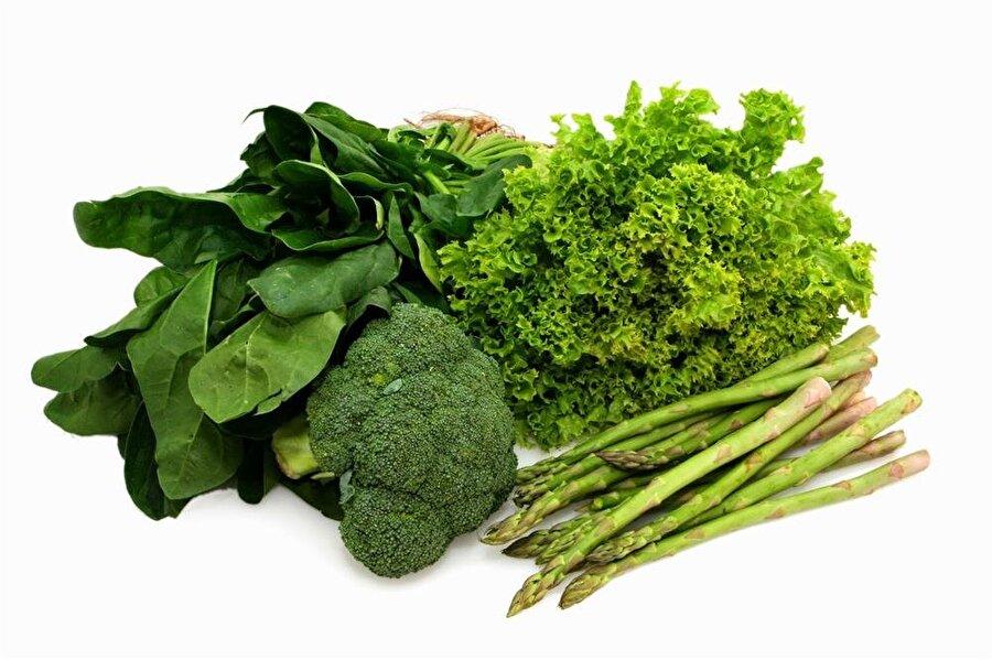Yeşil yiyin. Depresyon riskini azaltan folat, yeşil yapraklı sebzeler, baklagiller, fındık ve narenciyede bulunur. Sebzeleri zamanında ve taze yemeye özen gösterin.