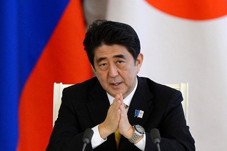 """Yardımcı olacağız Japonya Başbakanı Shinzo Abe """"Eğitim ve spor bakanımızı soruşturmaya dahil olması konusunda yetkilendirdim. Soruşturma konusunda yardımcı olacağız'' dedi."""