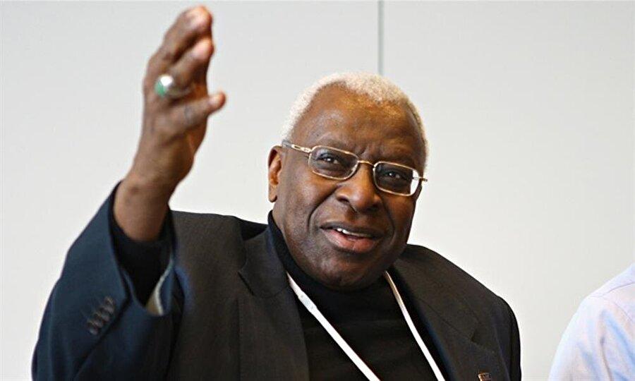 Eski başkanla ilintili Fransız savcılığı; Uluslararası Atletizm Federasyonları Birliği (IAAF ) eski başkanı Papa Massata Diack'la ilişkilendirilen Singapur'daki bir banka hesabına Japon yetkililer tarafından para yatırıldığını ortaya atmıştı.