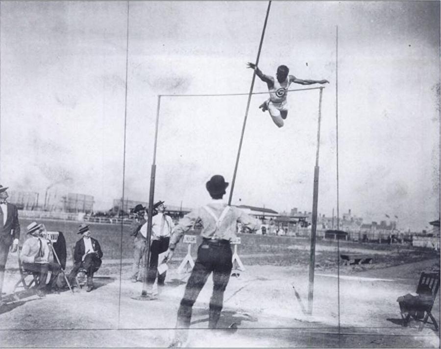242 madalya topladılar                                                                                                                1904 Yaz Olimpiyatları, ABD'nin Saint Louis şehrinde gerçekleştirildi. 12 ülkeden 6'sı kadın 651 sporcunun mücadele ettiği oyunları, ABD kazandı. 242 madalya ile şampiyon olan ABD'yi 13 madalyalı Almanya takip etti. Öte yandan ABD, tarihinde 4 kez olimpiyat oyunlarına ev sahipliği yaptı. ABD, oyunlara en çok ev sahipliği yapan ülke konumunda bulunuyor.