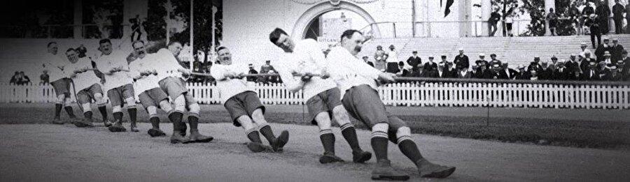 8 yıllık ara                                                                                                                8 yıllık özlemin ardından 1920 yılında Olimpiyat Oyunları, Belçika'nın Anvers şehrinde gerçekleştirildi. Önceki yıllarda olduğu gibi organizasyonda ABD rüzgarı esti. ABD 41 altın, 27 gümüş ve 27 bronzla, şampiyon oldu.