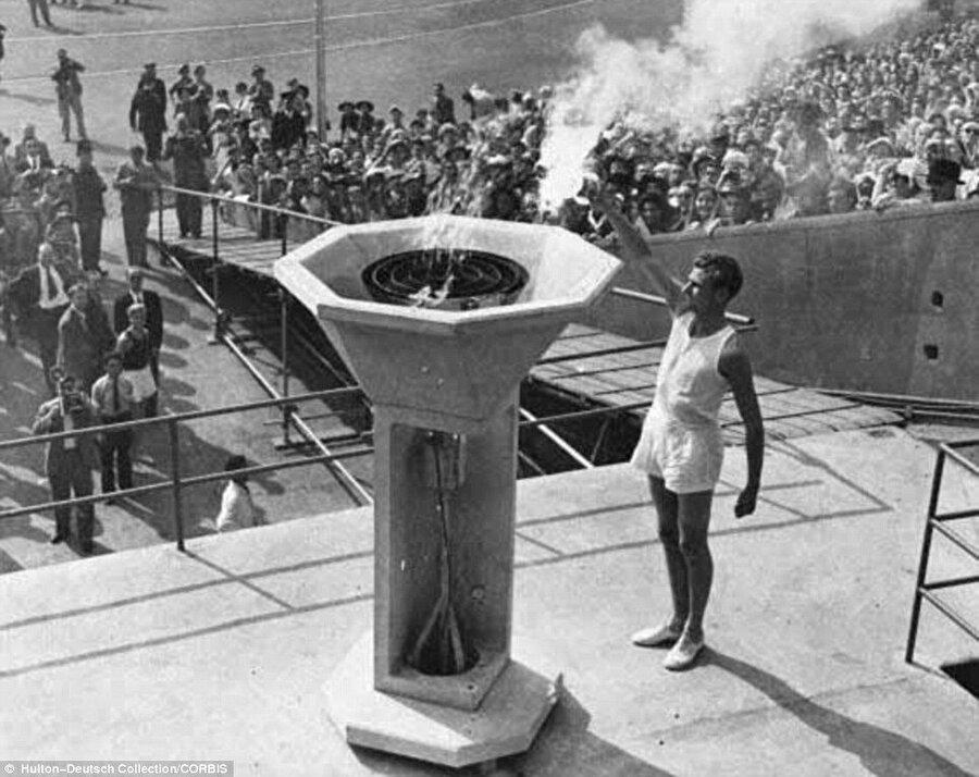 12 yıllık ayrılık                                                                                                                12 senelik özlem 1948'de son buldu. 1948 yılında Olimpiyat Oyunları'na Londra ev sahipliği yaptı. II. Dünya Savaşı'nı başlatan Almanya ve müttefiki Japonya, oyunlara davet edilmedi. Sovyet Sosyalist Cumhuriyetler Birliği organizasyona davet edilmiş ancak oyunlara sporcu göndermemiş. 84 madalyalı ABD birinci olurken, İsveç 2., Fransa 3. oldu.