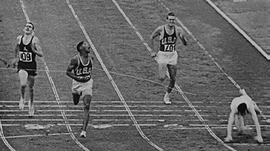 SSCB atağı                                                                                                                1960 Yaz Olimpiyatları, İtalya'nın başkenti Roma'da yapıldı. Atletizm, basketbol, boks, kano, bisiklet, dalma, binicilik, eskrim, futbol, jimnastik, çim hokeyi, modern pentatlon, kürek, yelken, atıcılık, yüzme, sutopu, halter ve güreş branşında müsabakaların düzenlendiği oyunlarda zirve SSCB'nin oldu.