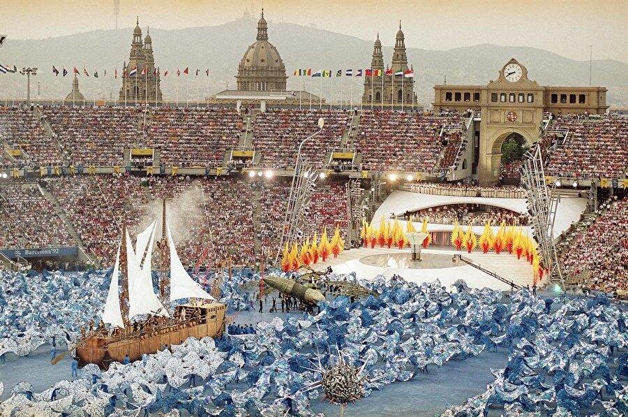 112 madalyalı şampiyon                                                                                                                1992 Yaz Olimpiyat Oyunları'na İspanya'nın Barcelona şehri ev sahipliği yaptı. Şampiyonluğu BDT kazandı. (BDT: 8 Aralık 1991 tarihinde Rusya Federasyonu, Ukrayna ve Beyaz Rusya arasında imzalanan anlaşma ile kurulmuş devletler topluluğudur. Anlaşma ile Sovyetler Birliği resmen yıkılmış oldu.) Madalya sıralaması şöyle: BDT (112), ABD (108), Almanya (82), Çin (54), Güney Kore (29), Macaristan (30), Fransa (29), Avustralya (27). Türkiye ise 6 madalya ile 23. oldu.