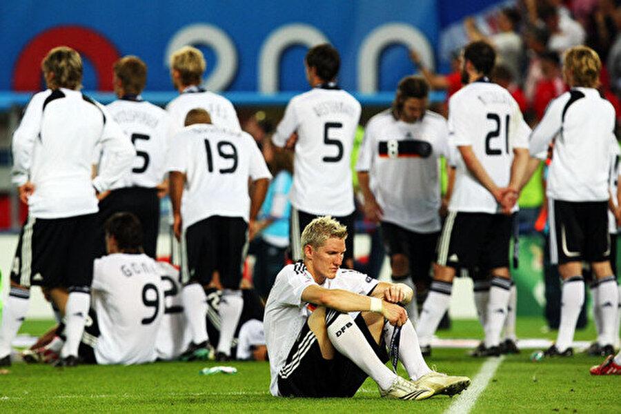 2008 EURO 2008'e Avusturya ile İsviçre ortaklaşa ev sahipliği yaptı. 7-29 Haziran 2008'de düzenlenen şampiyonanın final maçında İspanya ile Almanya karşı karşıya geldi. İspanya Torres'in attığı golle şampiyon olurken, Almanya büyük bir üzüntü yaşadı.
