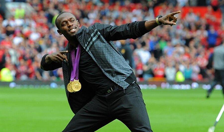 """Futbol oynuyordu                                                                                                                Bolt daha önce verdiği birkaç demecinde """"Çocukken sokaklarda futbol ve kriket oynardım. Futbolu çok seviyorum"""" ifadelerini kullandı."""