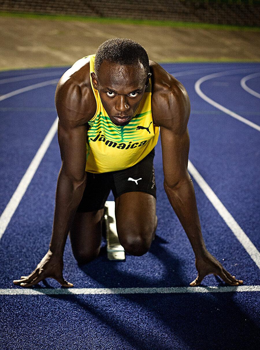 Yeteneği fark edilir                                                                                                                                                     15 yaşında, şimdiki boyuna yani 1,96'ya ulaşan Bolt'un yeteneği William Knibb Lisesi'nin antrenörü Pablo McNeil'in dikkatini çekti.