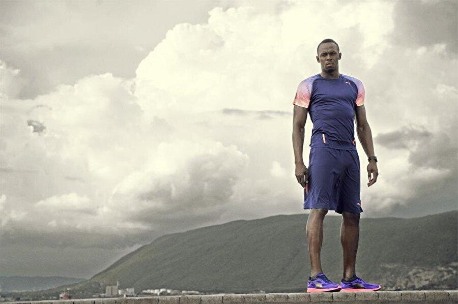 15 yaşında şampiyon oldu                                                                                                                                                     2002 yılında henüz 15 yaşındayken Kingston'da 200 metrede şampiyon oldu ve spor otoritelerinin dikkatini çekmeye başladı.