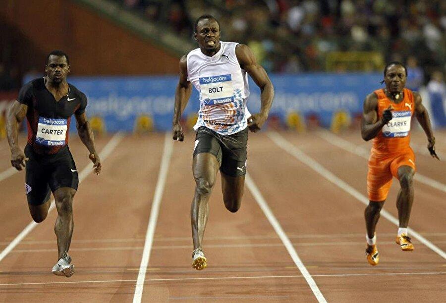 Bir rekor da 2007'de                                                                                                                                                     Bolt, 2007'de Jamaika şampiyonasında 200 metrede 19,75'lik süresiyle, rekor kırdı.
