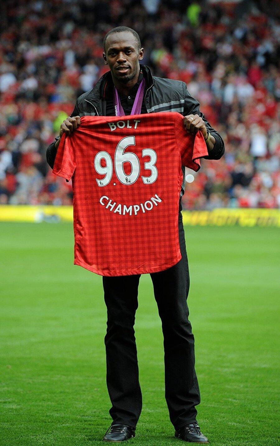 ManU hayranı                                                                                                                                                     Futbolla yakından ilgilenen Bolt, tam bir Manchester United tutkunu. Ünlü rekortmen birkaç kez de ManU ile idmana çıktı.