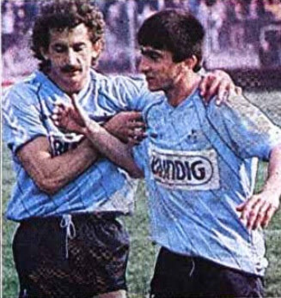 Sarıyer'de 4 sezon                                      İki sezon Boluspor'da top koşturan Rıdvan Dilmen, ardından Sarıyer'e transfer oldu. Bir zamanlar Türk futbolunun önemli isimlerinin yetiştiren Sarıyer'de 4 yıl forma giyen Rıdvan 1987-1988 sezonunda aşık olduğu takıma transfer oldu.