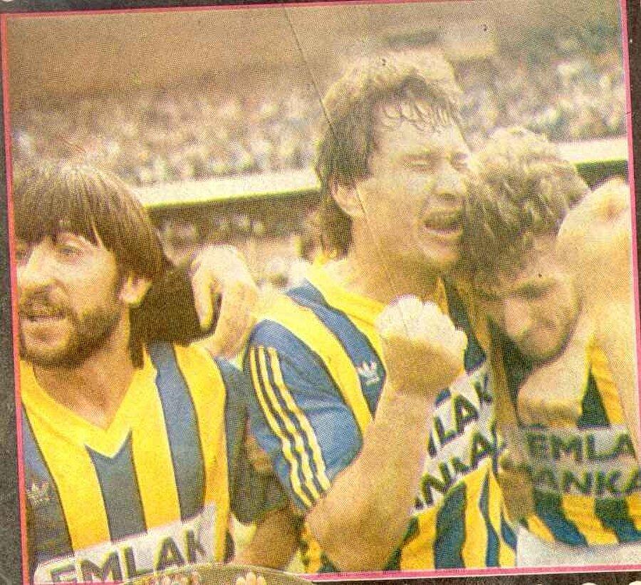 19 gol 41 asist                                      Fenerbahçe'nin 1988-1989 sezonunda 103 golle şampiyon olduğu sezon Rıdvan Dilmen de kariyerinin en parlak noktasına ulaşır. Dilmen, şampiyonluğa 19 gol, 41 asistle katkıda bulunur.