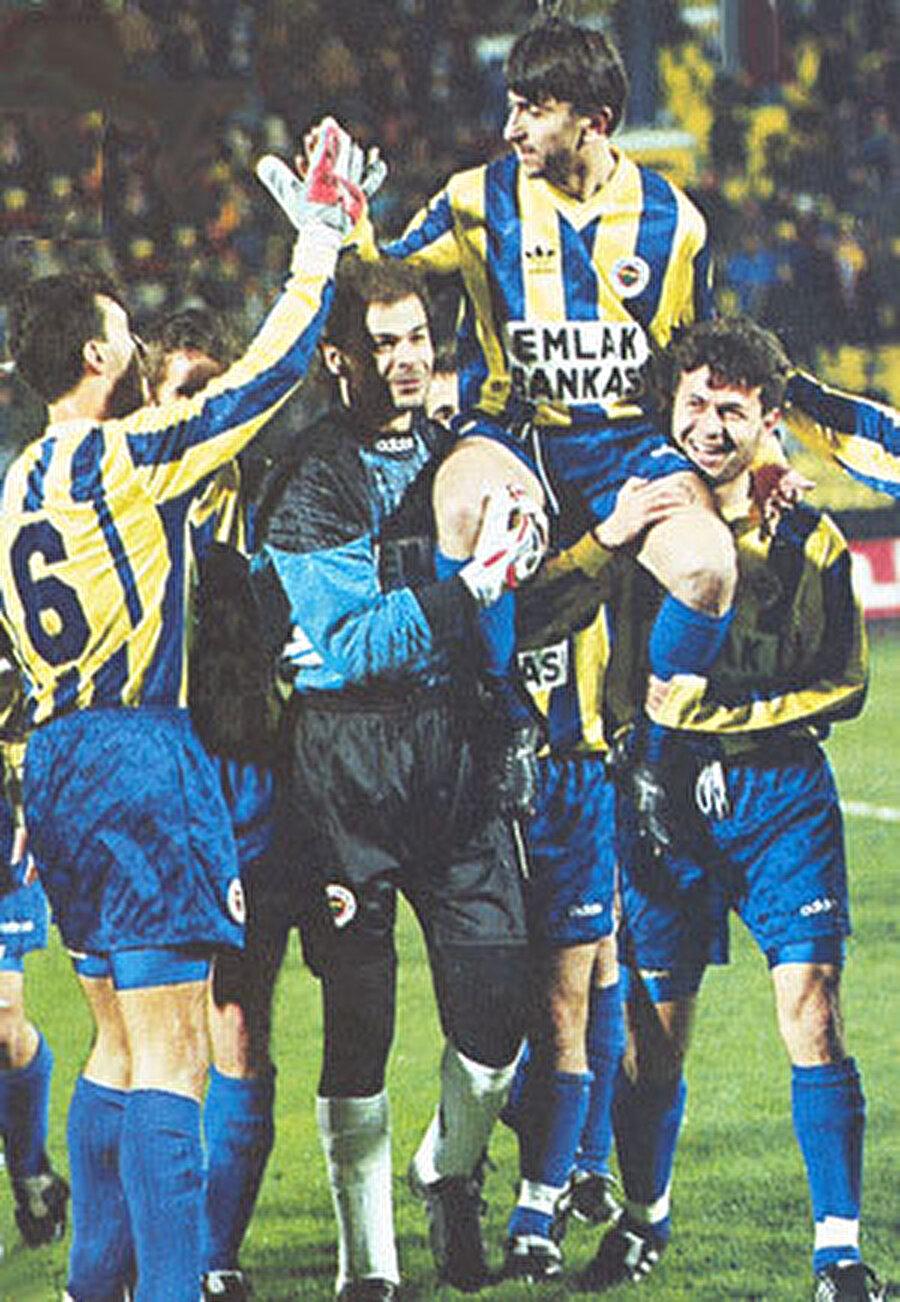-7 derecede jübile                                      33 yaşında futbol kariyerine son veren Rıdvan Dilmen'in jübilesi ise maç takvimi nedeniyle 3 kez ertelendi. 31 Ocak 1996'da -7 derecelik bir havada oynanan jübile maçını yalnızca 1982 taraftar vardı.