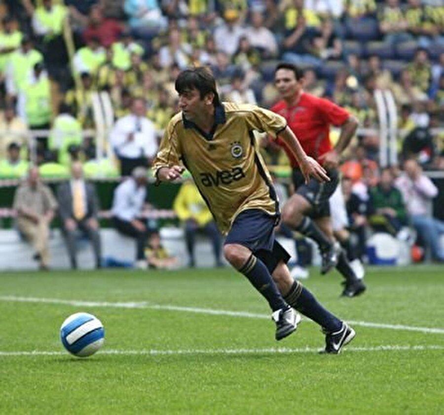 4 kez kupa coşkusu yaşadı                                      Futbolculuk kariyerinde Dilmen; 1988-1989 sezonunda Türkiye Ligi Şampiyonluğu, 1990'da Süper Kupa Şampiyonluğu ve 1989 ile 1992 yıllarında Başbakanlık Kupası Şampiyonluğu yaşadı.