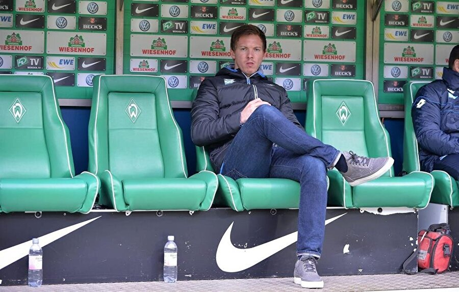 Futbola Augsburg'da başladı Futbola, Augsburg'un altyapısında başlayan Nagelsmann, 2002'de 1860 München altyapısına geçti.