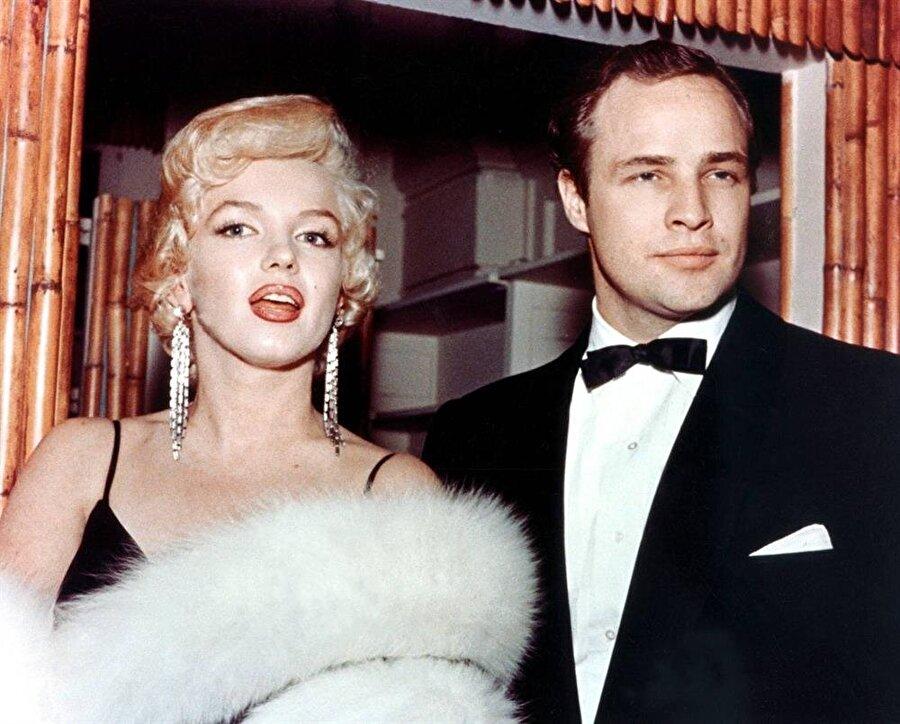 """1944 yılında tiyatro oyunculuğuna başladı. Birçok oyunda rol aldıktan sonra 1947 yılında Tennessee Williams'ın """"Arzu Tramvayı"""" oyunundaki serseri bir genç olan 'Stanley Kowalski' tiplemesiyle tüm tiyatro camiasında adını duyurdu. Brodway'de oynadığı oyunlardan biri olan I Remember Mama'da tüm dikkatleri üzerine çekmeyi başardı ve bu sayede 1950 yılında ilk sinema filmi olan The Men adlı filmide başrol için en güçlü aday oldu."""