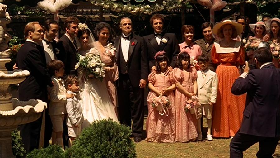 Marlon Brando hakkında ne söylenirse söylensin şüphesiz sinema tarihine kazındığı rol The Godfather filmiyle oldu.