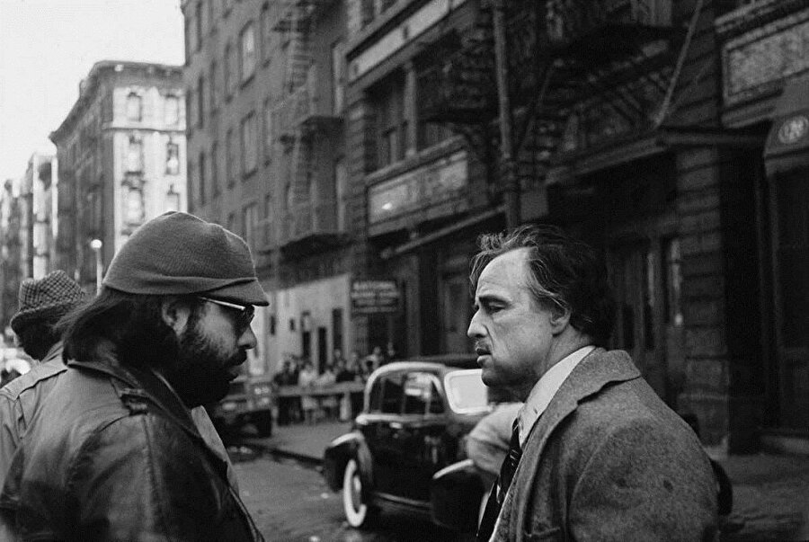 1973 yılında Bernardo Bertolluci filmi olan Ultimo tango a Parigi filminde de çok üstün bir performans sergileyen Brando'nun bu performansı filmdeki erotik sahnelerin çokluğu nedeniyle göz ardı edildi. 1978 yılındaki Superman filmi için attığı imza ile Hollywood tarihine geçen oyuncu, sadece 2 haftalık çalışma karşılığında tam 3.7 milyon dolar aldı. Ayrıca hasılatında belli bölümünü almak üzere anlaşan Marlon Brando, 2 haftalık çalışma süresinin karşılığını 11.25 milyon dolar alarak bir rekora imza atmış oldu.