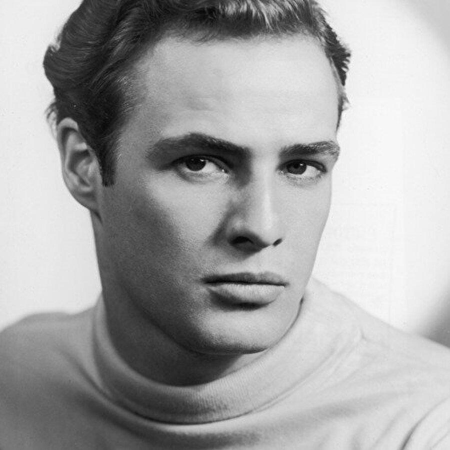 Burada tiyatro derslerinde oldukça başarılı olan Brando kendisinden daha üst rütbeli birine karşılık vermek suçundan, okuldaki davranışlarının incelenmesine karar verildi. Hareketleri gözetlenen Brando aldığı incelemeden pek etkilenmemişti. Brando'nun öğrencileri kararın ağır olduğunu düşünmekteydi. Bunun üzerine okul yönetimi Brando'yu geri çağırdı. Ancak Brando tekrar okula dönmedi.
